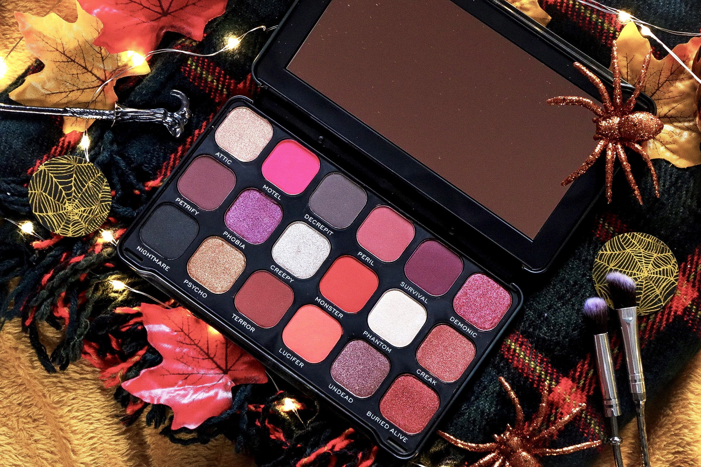 MAKEUP REVOLUTION: FOREVER FLAWLESS HAUNTED HOUSE PALETTE REVIEW, SWATCHES & PHOTOS